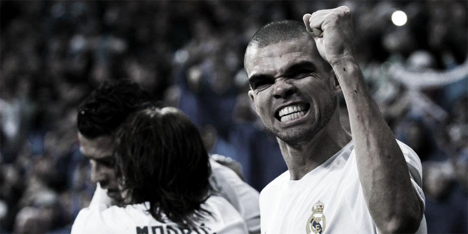 c5454091b Los centrales del Real Madrid arrastraron durante años la dificultad de  jugar en un equipo indefinido. Según el entrenador que se sentase en el  banquillo